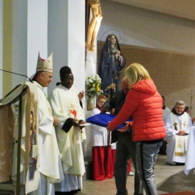 Dono della Comunità al nuovo Vescovo